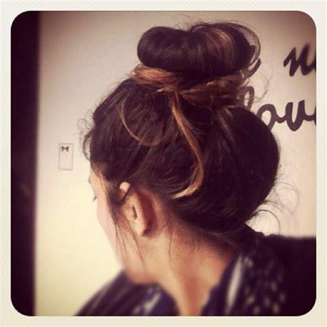 how to do high bun hairstyles high messy bun my style pinterest
