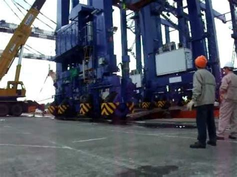 rolling rubber sts rolling operation of rtg from ship s deck to container