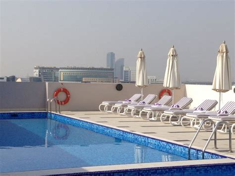 premier inn hotel in dubai piscina picture of premier inn dubai international
