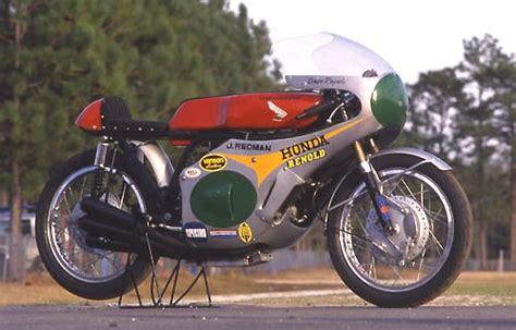 Motorrad Marken Weltmeister by Jim Redman 6facher Motorradweltmeister Auf Honda Ein