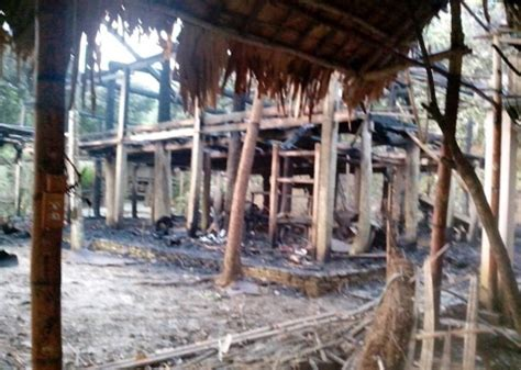 famous people houses burned famous muong stilt house burnt down dtinews dan tri