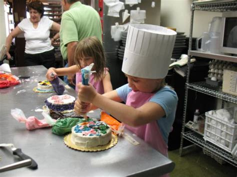 Home Decorating Photos Children Decorating Cakes Md
