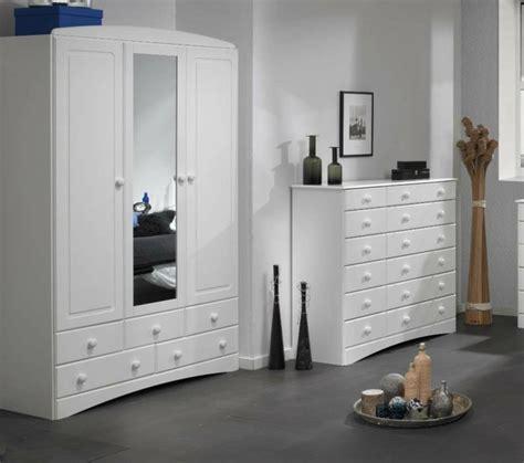 weiße kleiderschränke mit spiegel kleiderschrank mit spiegel 49 ideen f 252 r ihre einrichtung