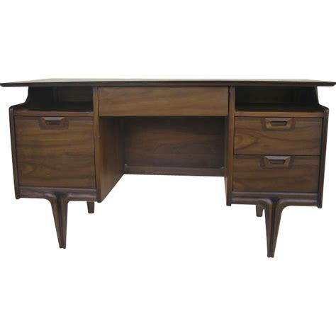 Mid Century Walnut Desk by Mid Century Desk By Hammary Walnut From Blacktulip On Ruby