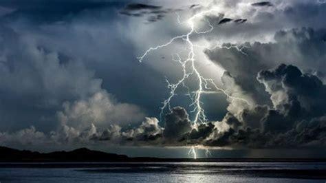perkiraan cuaca bmkg hujan petir  jakarta timur