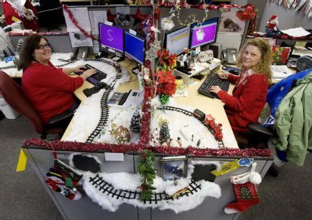 best and worst christmas office decorations decorated cubicles for season cubicledecor decorated cubicles image