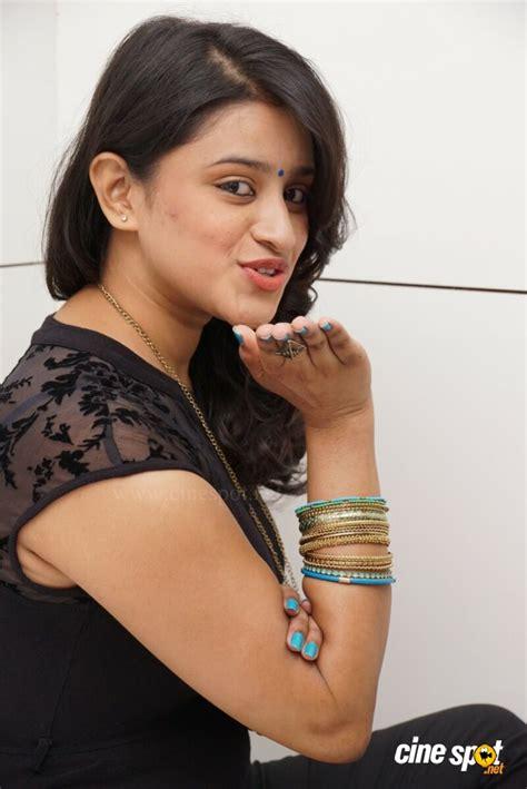 by priya captions 26 jan 2014 priya anduluri at naturals salon launch 26