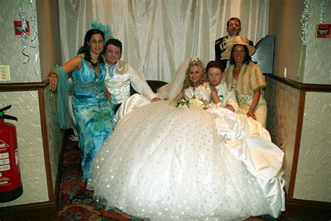 Gypsy Wedding – Bride designs her own £6,000 dress at the 'big fat Gypsy