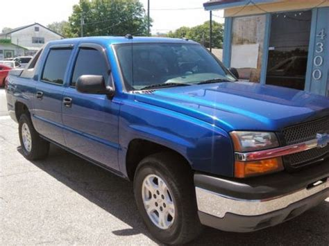purchase used 2004 chevy avalanche 1500 4x4 crew cab lifted nicely and in excellent shape in purchase used 2004 chevrolet avalanche 1500 z71 crew cab pickup 4 door 5 3l in saint petersburg