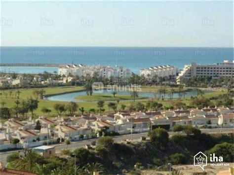 pisos alquiler almerimar piso en alquiler en un golf resort en almerimar iha 21017