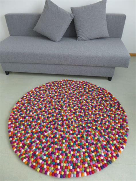 teppich aus filzkugeln kunterbunter teppich aus filzkugeln 140 cm levanas