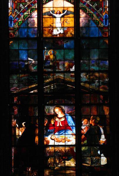 len 19 jahrhundert ausschnitt neugotisches bildglasfenster des schweriner