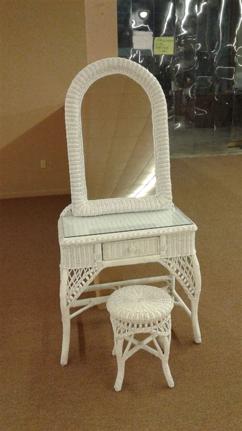 White Wicker Vanity Stool by Wicker Vanity Stool Mirror Delmarva Furniture Consignment