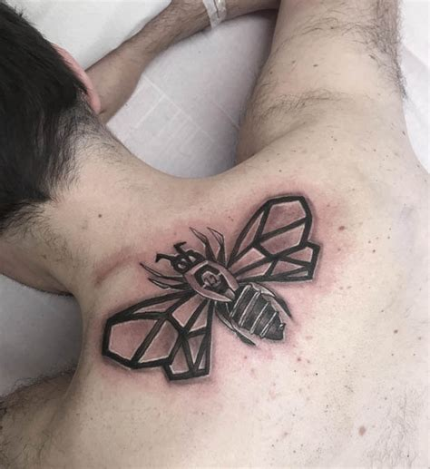 ed sheeran hand tattoo manchester bomb victim gets iconic bee tattoo from ed