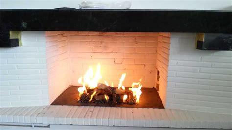 cheminee gaz gaz chemin 233 e installation d un bloc gaz dans un foyer
