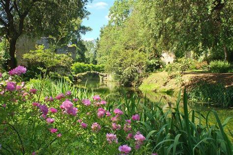 giardini di ninfa immagini giardino di ninfa pentaexperiencepentaexperience