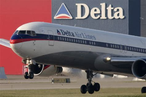 delta airlines to new york plane forced to land at heathrow airport after hitting a bird