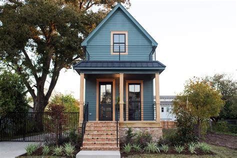 chip and joanna gaines homes fixer upper takes on a vintage tiny house hgtv s fixer