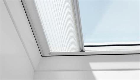 finestra con tenda finestre per tetto piano modelli