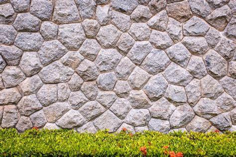 steinmauer granit und dekorative garten stockfoto