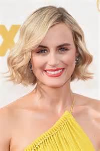 hairstylesforwomen shortcuts taylor schilling short wavy cut short wavy cut lookbook
