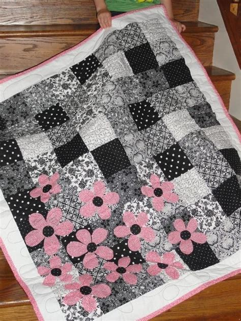 Beginner Quilt Pattern by 7 Best Black And White Quilting Patterns