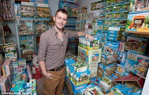 Mainan Anak Carry A Home 15885a pria ini habiskan uang rp 610 juta cuma untuk boneka