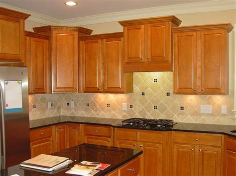 Countertops For Oak Cabinets by 7 Best Kitchen Images On Backsplash Ideas