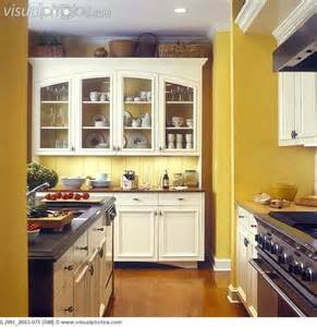 kitchen yellow walls white cabinets 1000 ideas about white cabinets on