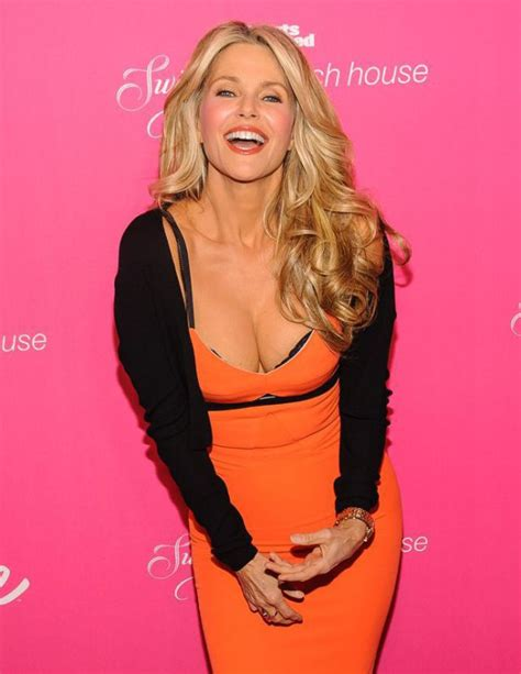 good looking 60 year old women christie brinkley has barely aged a day and she is still