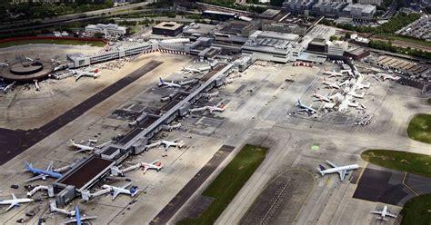 gatwick air news gatwick airport breaks single runway passenger