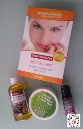 simply supplements reflejos de mujer cuidando la piel con simply supplements