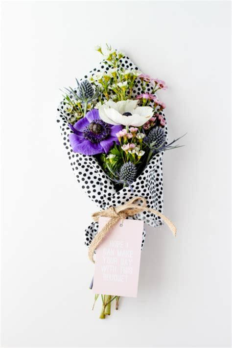 unique way to wrap a gift unique ways to wrap a flower bouquet as a gift the