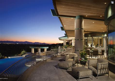 9000 square feet 9 000 square foot contemporary style mansion in paradise