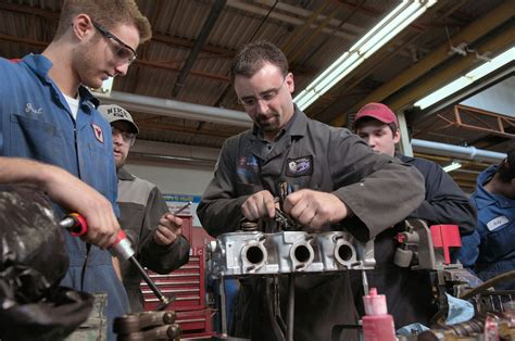 Auto Machenic by Things To Do Before You Become A Mechanic Schools