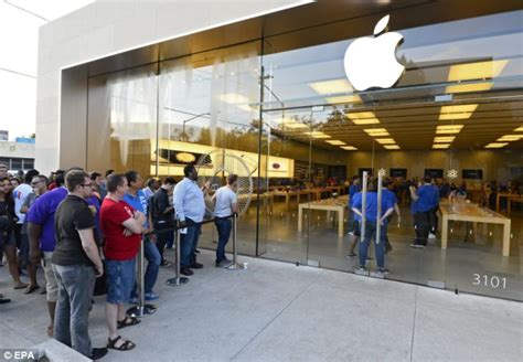 dallas apple apple ceo tim cook visits california store to launch new