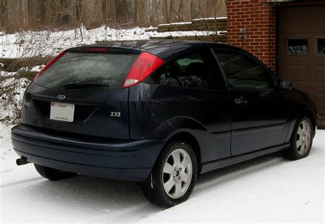file 2001 ford focus zx3 12 31 2009 jpg wikimedia commons