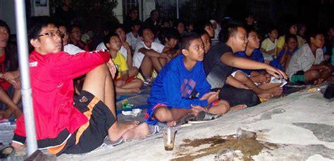 Tenda Anak Cowok nonton bareng piala eropa 2012 rt 10 rw 15 bukit cengkeh 1