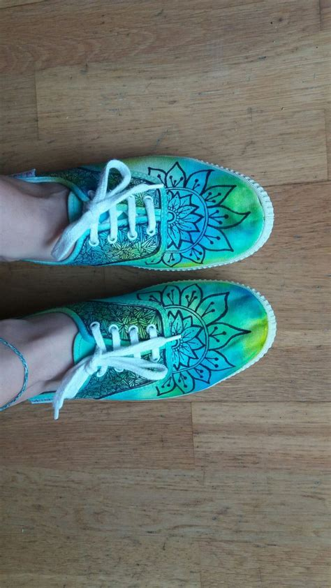 diy tie dye shoes se pinterests topplista med de 25 b 228 sta id 233 erna om