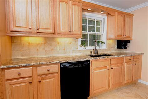 oak kitchen cabinets with black countertops oak kitchen cabinets with black granite oak