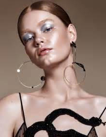 Make Up Luminizer Altesse Martin embrace this season s russet hues enhanced with dewy