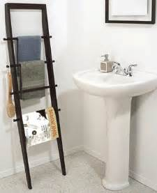 Modern Bathroom Towels White Color And Light For Breezy Bathroom Decor