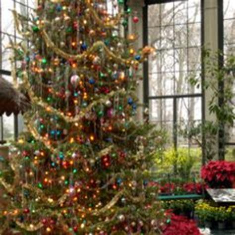 how to make xmas popcorn tinsel tree tinsel garlands happy holidays