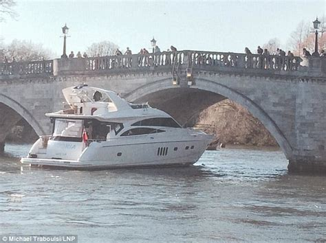 motorjacht bonker luxury yacht smashes into richmond bridge on the thames