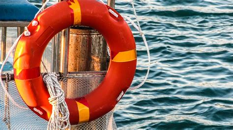 boat safety procedures 8 boat safety tips for smooth sailing click boat blog