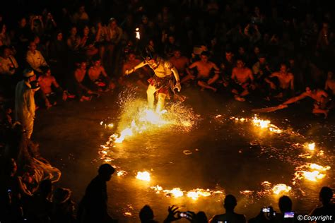 kecak  fire dance show  uluwatu temple tata bejana