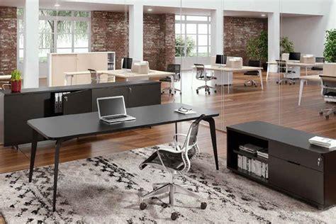 scrivania ordinata scrivania ordinata o disordinata riflesso della tua