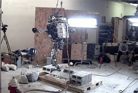membuat robot yang bisa berjalan atlas robot humanoid yang bisa berjalan di medan kasar