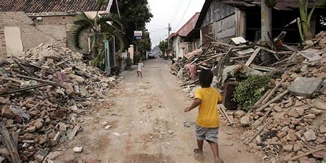 earthquake yogyakarta 2006 tourism suffers in indonesian city caught between quake