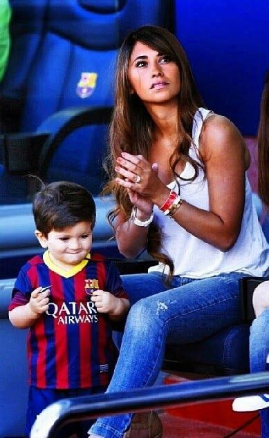 messi and wife messi and his children 2 jpg messi lionel pinterest